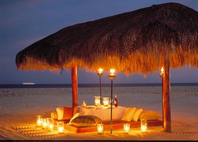 lightDinnerBeachNight Top Creative Romantic Ideas For Your Sweetheart