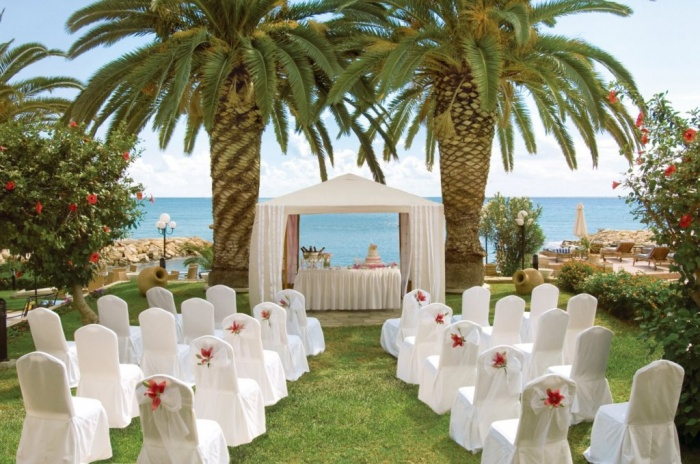 louis_apollonia_beach_hotel_limassol_cyprus_garden_wedding Dazzling and Stunning Outdoor Wedding Decorations