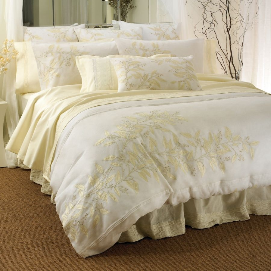 luxury-bedding-set-with-pretty-bright-bed-for-2013-design-guide Modern Designs Of Luxurious Bed Sheets