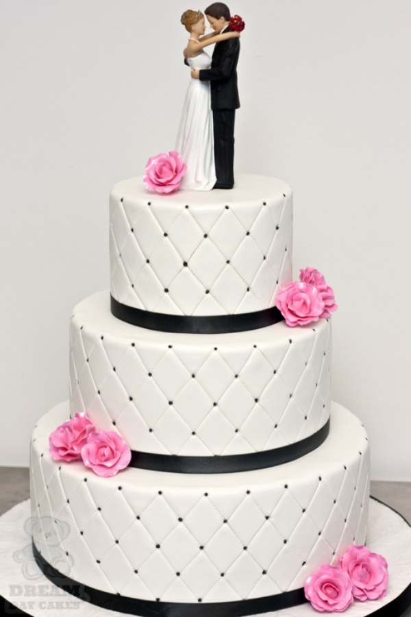 michelle-wedding-cake-full 50 Mouthwatering and Wonderful Wedding Cakes