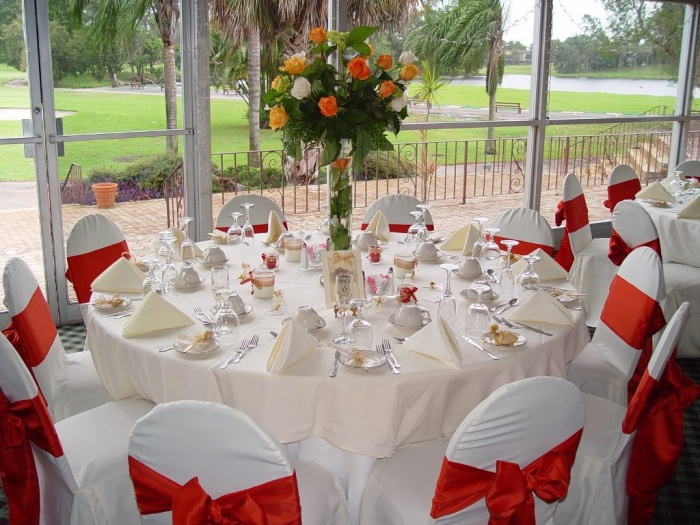 outdoor-wedding-table-centerpiece Dazzling and Stunning Outdoor Wedding Decorations