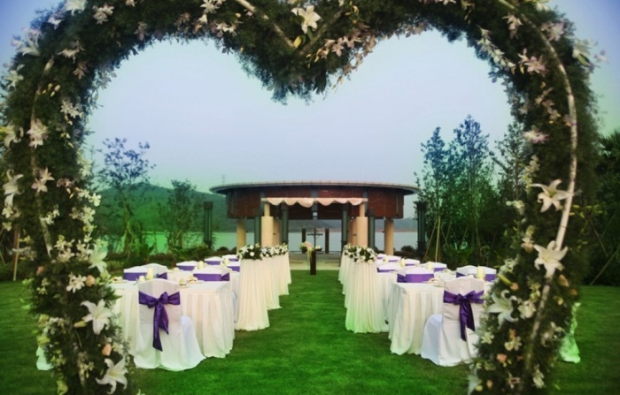 outdoor-wedding2 Dazzling and Stunning Outdoor Wedding Decorations
