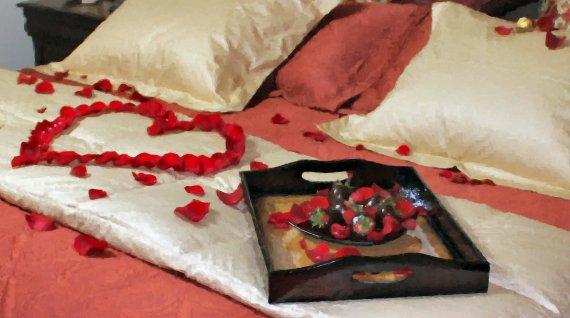 petalheartstraw1 Top Creative Romantic Ideas For Your Sweetheart