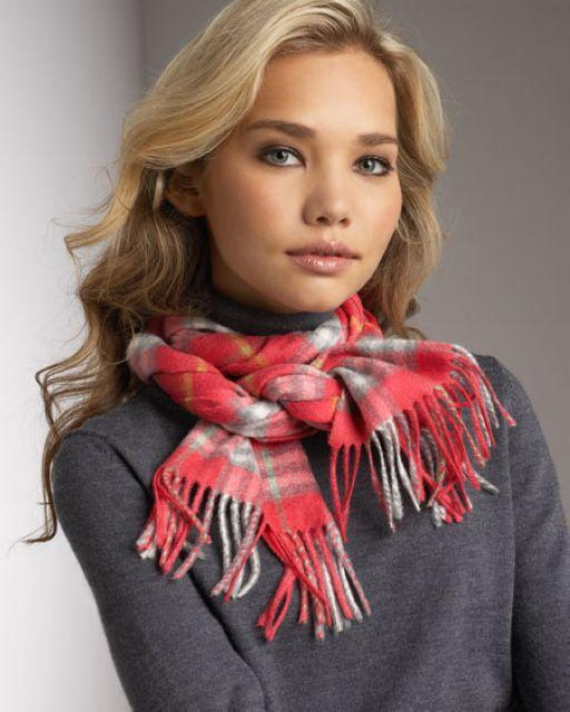 scarf-women-burberry-hat-hardy A Scarf Can Make Your Face Looks Glowing