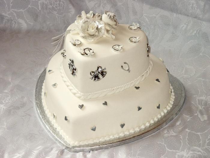silver-wedding-cake 50 Mouthwatering and Wonderful Wedding Cakes