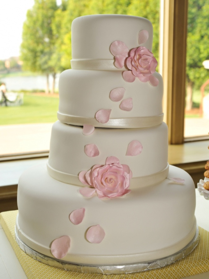 simple-chic-wedding-cake_original 50 Mouthwatering and Wonderful Wedding Cakes