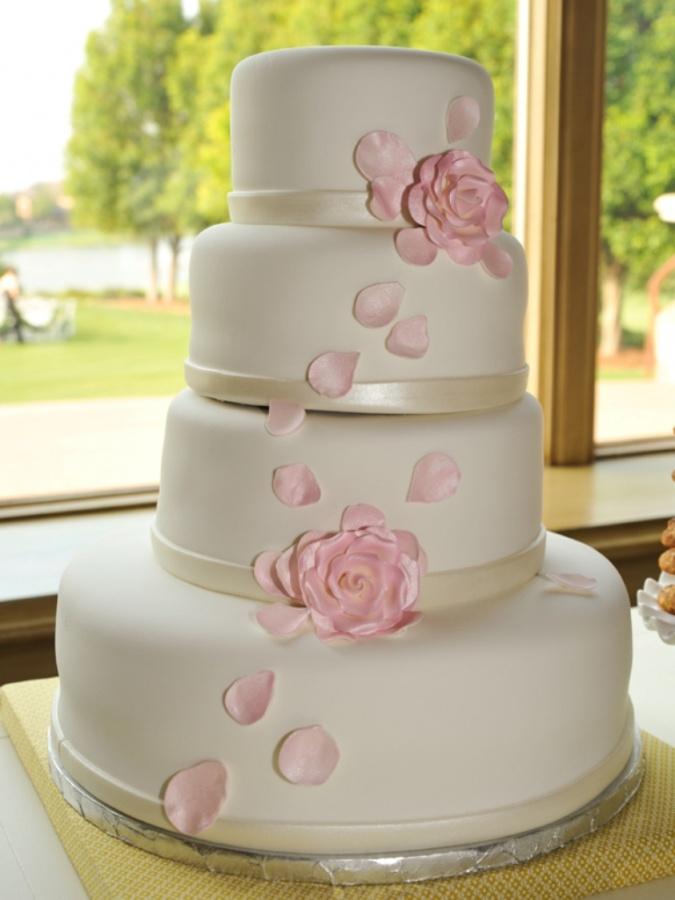 simple-chic-wedding-cake_original 50 Mouthwatering and Wonderful Wedding Cakes