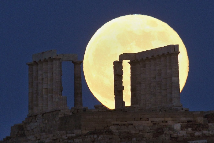 super-moon-greece The Night Sky Has Been illuminated By The Brighter And Bigger Supermoon