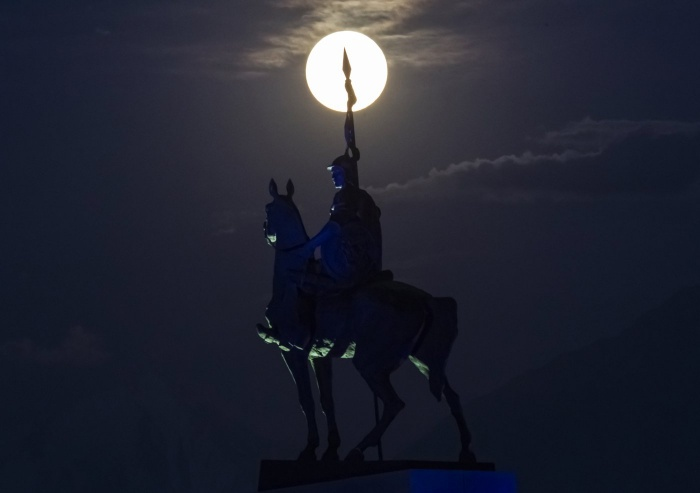super-moon-horse The Night Sky Has Been illuminated By The Brighter And Bigger Supermoon