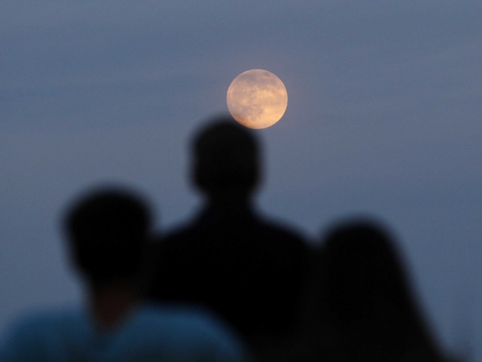 super-moon-lights-up-planet-earth The Night Sky Has Been illuminated By The Brighter And Bigger Supermoon