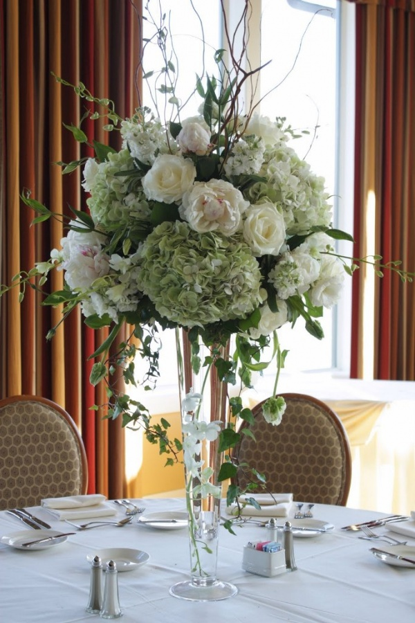 tall-centerpiece 50 Fabulous and Breathtaking Wedding Centerpieces