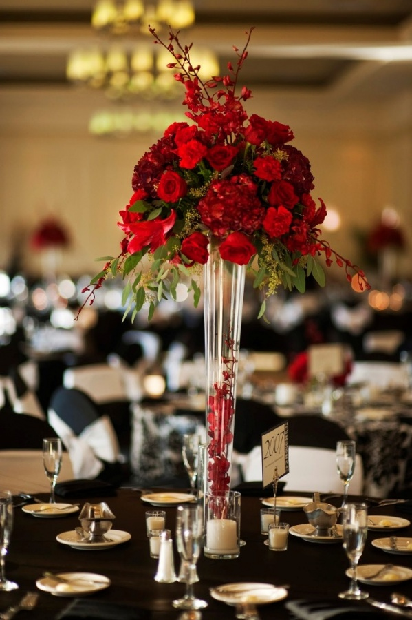 tall_red_centerpiece_sheraton_tampa 50 Fabulous and Breathtaking Wedding Centerpieces