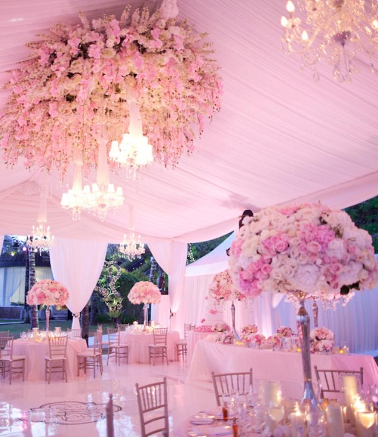 tent-wedding-decor-32 Dazzling and Stunning Outdoor Wedding Decorations