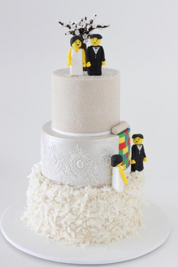 three-tire-cake 50 Mouthwatering and Wonderful Wedding Cakes