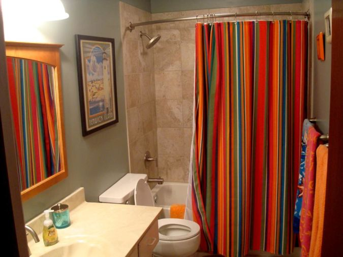 vintage-colorful-bathroom-window-curtains1 Curtains' Designs For Bathrooms And Showers