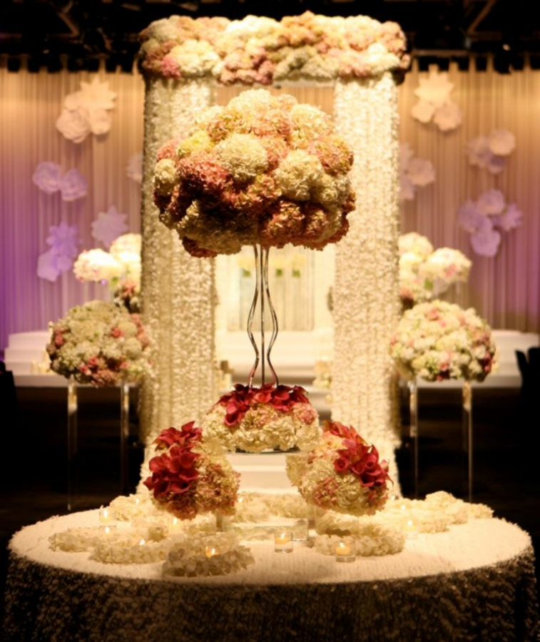 wedding-centerpiece-table-arrangement-ideas-46 50 Fabulous and Breathtaking Wedding Centerpieces