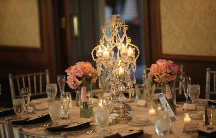 wedding-centerpieces-crystals-candles-tea-lights-roses 50 Fabulous and Breathtaking Wedding Centerpieces
