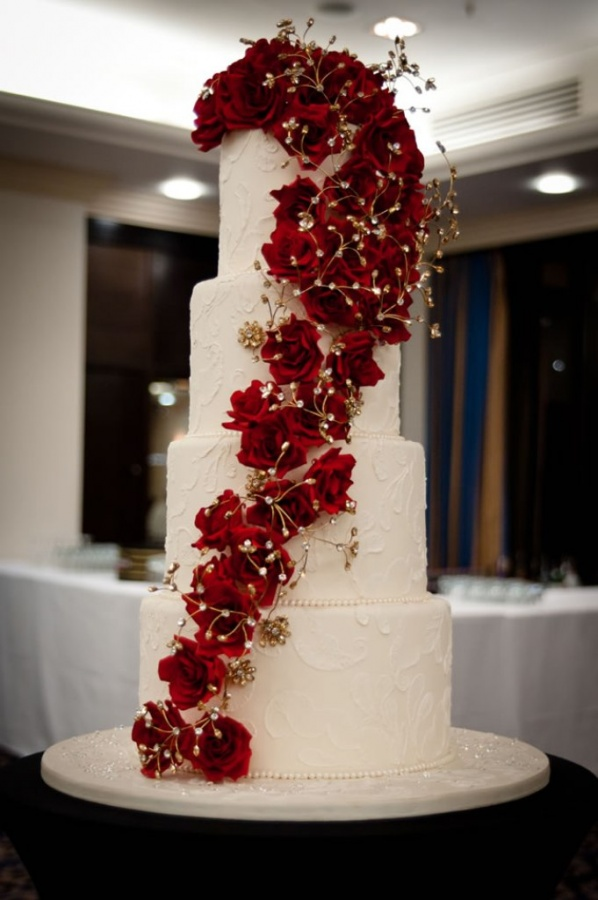 wedding-ideas-awards-claire-graham-guests-entering 50 Mouthwatering and Wonderful Wedding Cakes