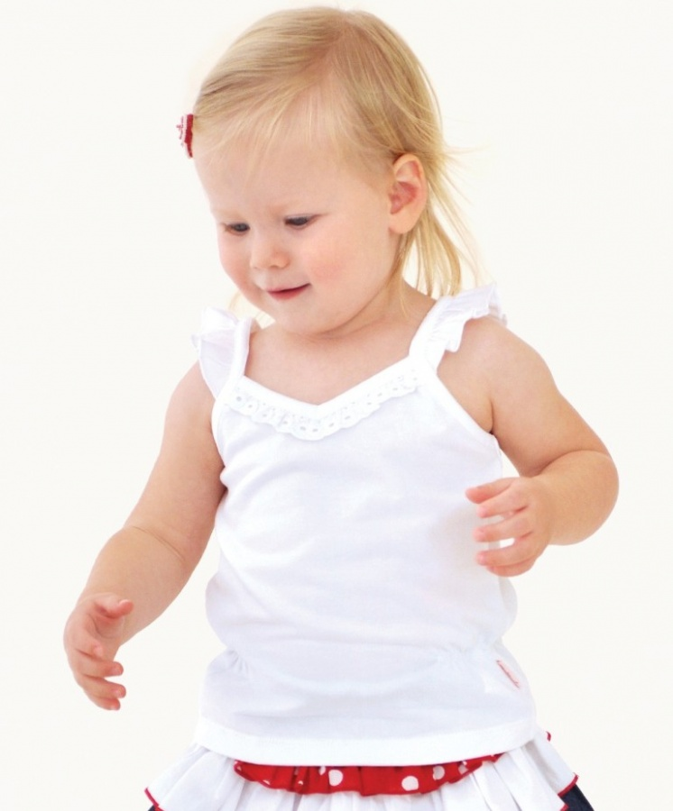 white-cotton-singlet-top Top 15 Cutest Baby Clothes for Summer