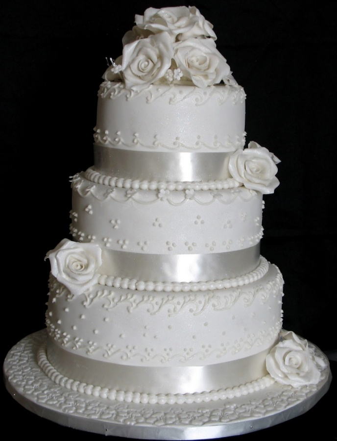 white-wedding-cake 50 Mouthwatering and Wonderful Wedding Cakes