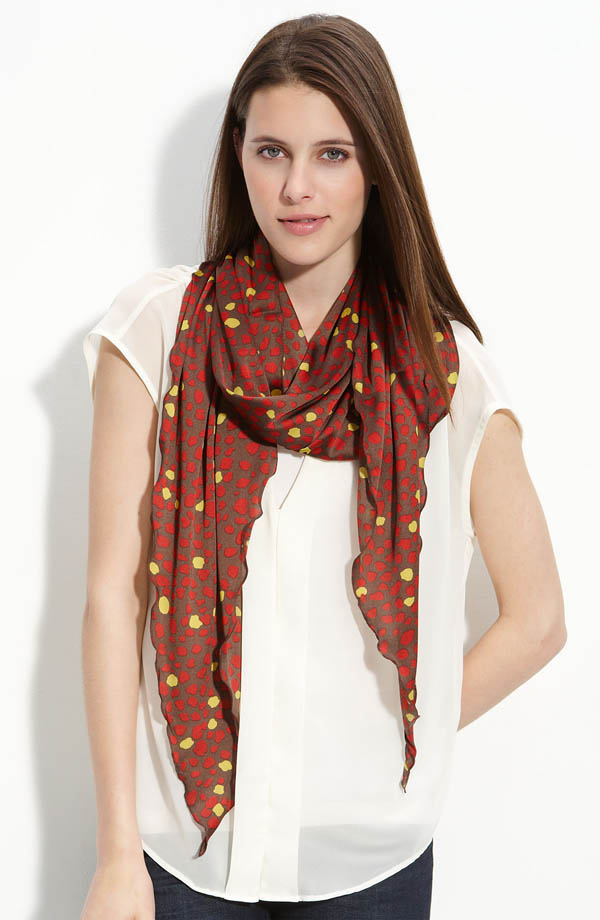 women-scarves-20111011-197 A Scarf Can Make Your Face Looks Glowing