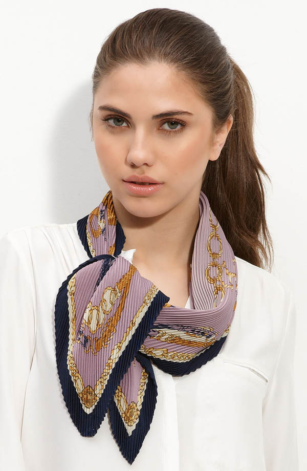 women-scarves-20111011-220 A Scarf Can Make Your Face Looks Glowing