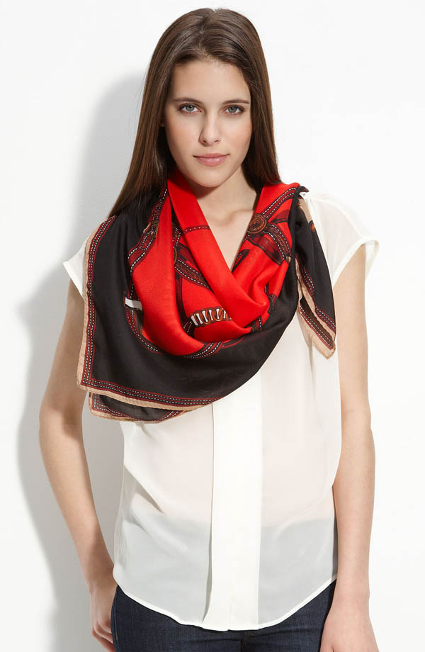 women-scarves-20111011-221 A Scarf Can Make Your Face Looks Glowing