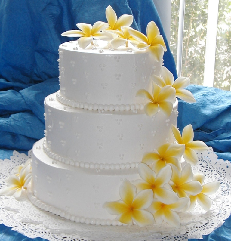 yellow-roses 50 Mouthwatering and Wonderful Wedding Cakes