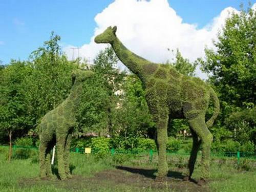 140313xcitefun-grass-animal-10 23 Remarkable Grass Sculptures