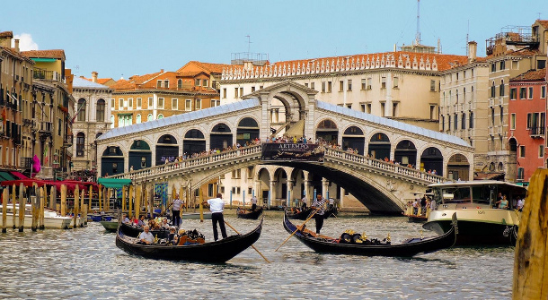 17.-Rialto-Bridge 18 Most Unique Bridges Of The World