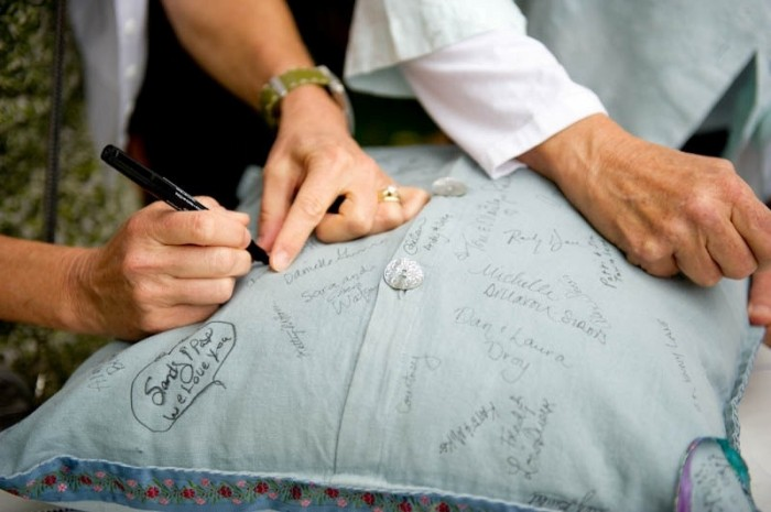 35-non-traditional-and-creative-wedding-guest-book-ideas-4 Unique And Creative Guest Book Ideas For Your Wedding Day