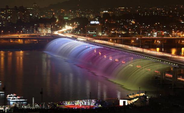 4.-Banpo-Bridge 18 Most Unique Bridges Of The World