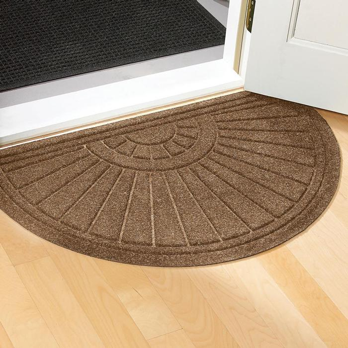 5 tips on choosing the suitable front door mat or rug. Black Bedroom Furniture Sets. Home Design Ideas