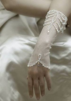 6a0120a65f64b9970c0133ed06a473970b-300wi 35 Elegant Design Of Bridal Gloves And Tips On Wearing It In Your Wedding
