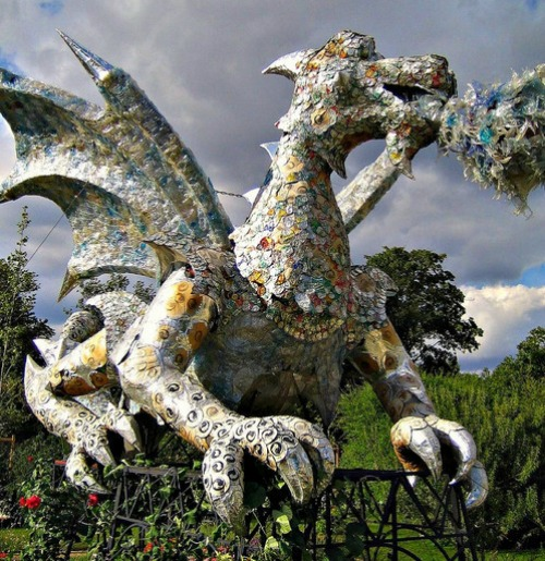 Dragon-sculpture1 12 Impressive Art Works Made From Recycled Materials