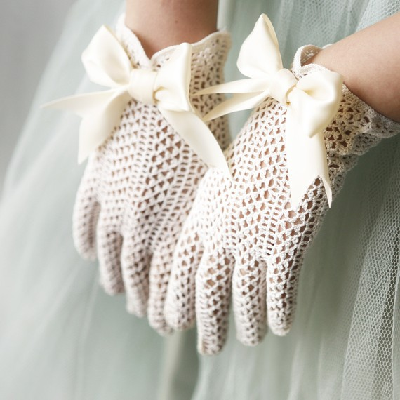 Etsy-bridal-gloves3 35 Elegant Design Of Bridal Gloves And Tips On Wearing It In Your Wedding
