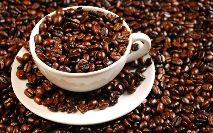 FreeGreatPicture.com-16199-coffee-and-coffee-beans-close-up Why Does Coffee Is Actually Good For Your Health?!