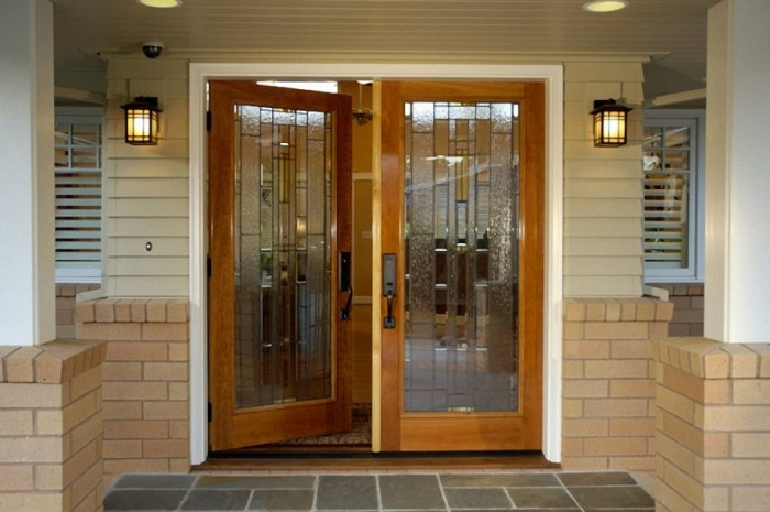 Innovative-Entrance-Doors-Design-Frosted-Glass-Wall-Lights-915x608 23 Designs To Choose From When Deciding On A Front Door