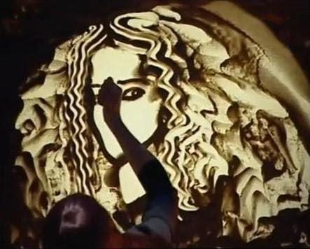 Kseniya-Simonova-Sand-Drawing What Is Sand Animation !?