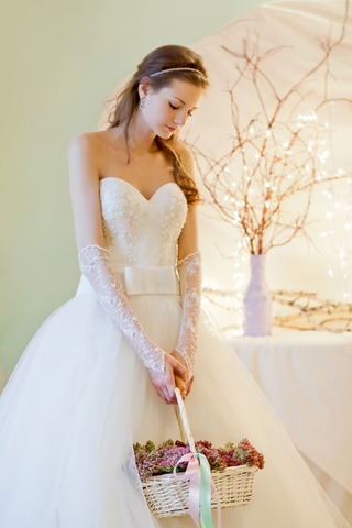 Lace-Gloves 35 Elegant Design Of Bridal Gloves And Tips On Wearing It In Your Wedding