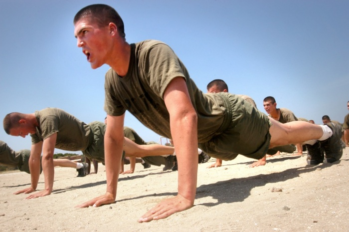 Marines_do_pushups What Are the Military Workouts?