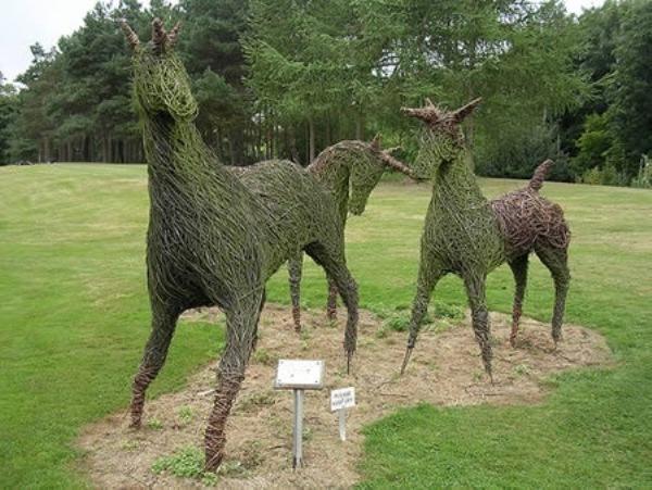 Most-Amazing-Grass-Sculptures-1 23 Remarkable Grass Sculptures