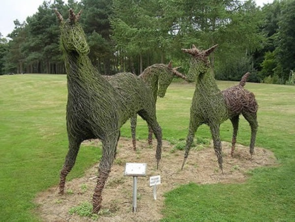 Most-Amazing-Grass-Sculptures-1 23 Remarkable Grass Sculptures