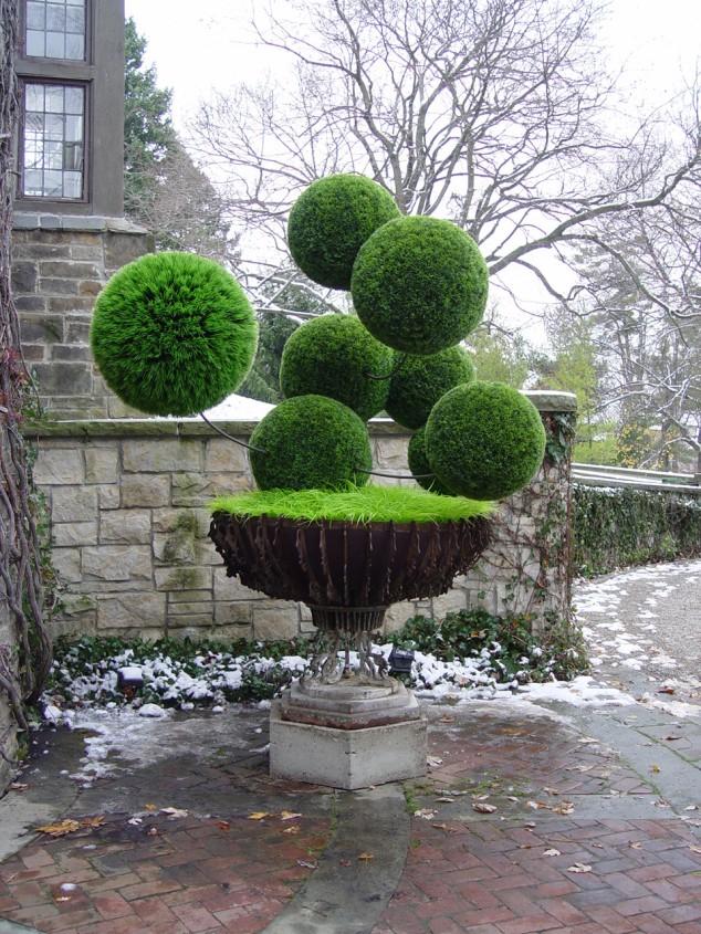 Most-Amazing-Grass-Sculptures-16-634x845 23 Remarkable Grass Sculptures