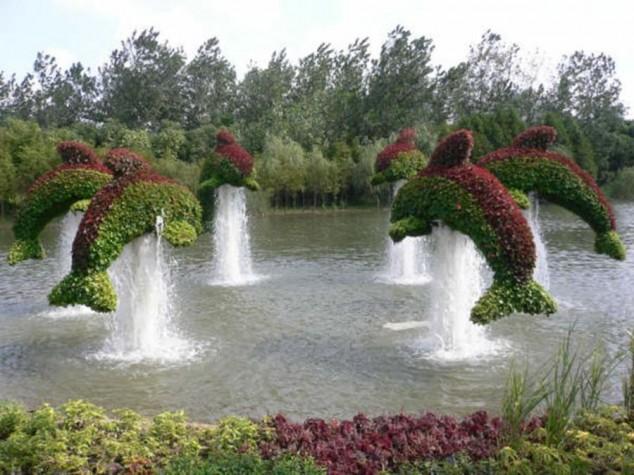 Most-Amazing-Grass-Sculptures-17-634x475 23 Remarkable Grass Sculptures