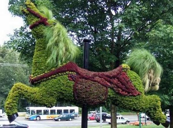 Most-Amazing-Grass-Sculptures-19 23 Remarkable Grass Sculptures