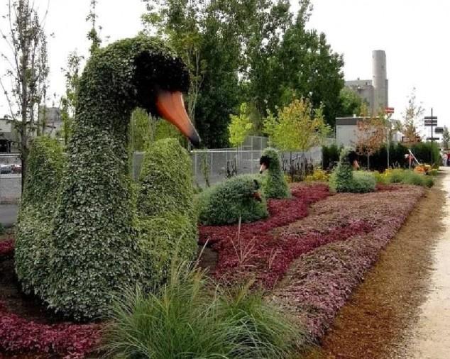 Most-Amazing-Grass-Sculptures-3-634x506 23 Remarkable Grass Sculptures