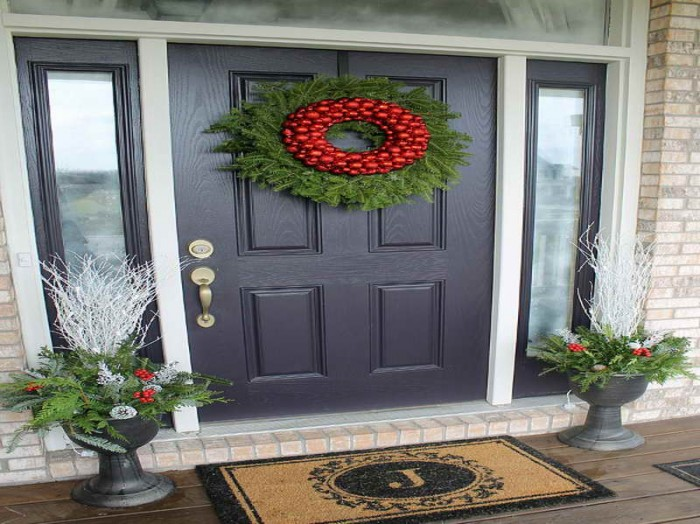 Painted-Front-Door-Ideas-with-the-rug 5 Tips On Choosing The Suitable Front Door Mat Or Rug