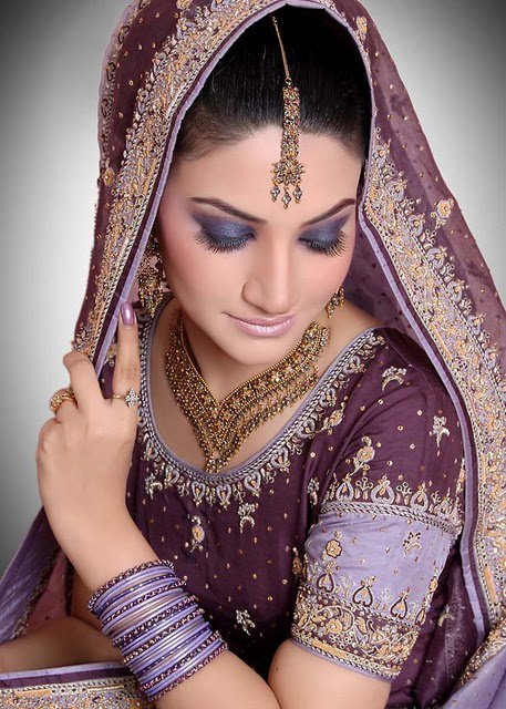 Pakistani-Bridal-Makeup-Collection-2011-12-012-www.Glamourhuntworld.Blogspot.com_ Latest Trends Of Bridal Indian Jewelry