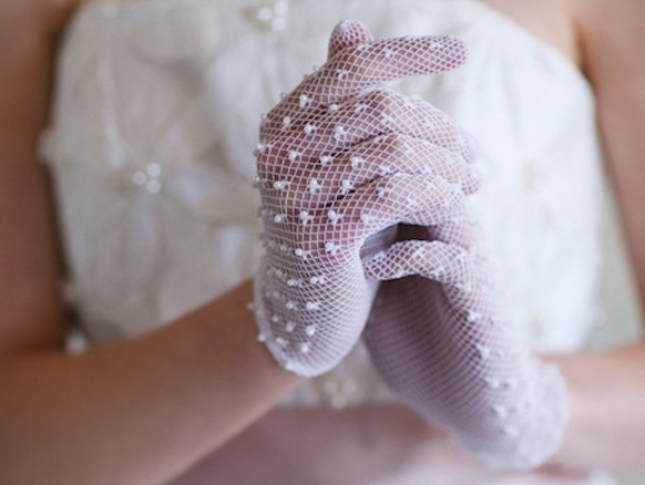 Screen-Shot-2013-01-09-at-11.29.05-AM 35 Elegant Design Of Bridal Gloves And Tips On Wearing It In Your Wedding